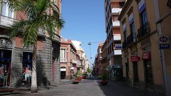 20090611112529-350px-calle-castillo.jpg