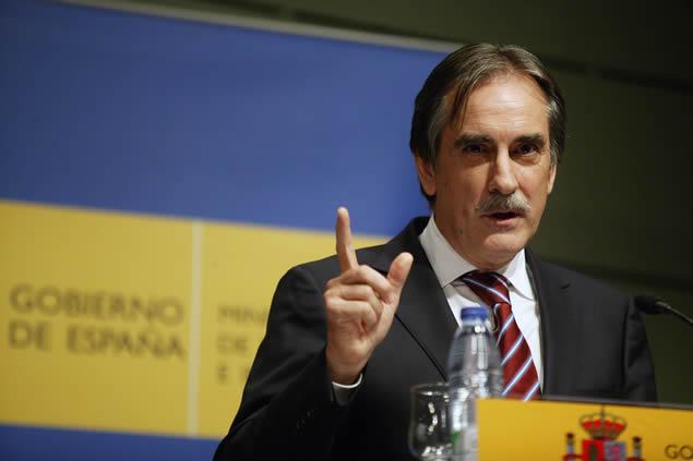 20111103234604-valeriano-gomez-ministro-trabajo.jpg