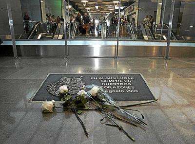20120921134411-placa-conmemorativa-jk5022-spanair.jpg