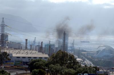 20090616111547-refineria-humos.jpg