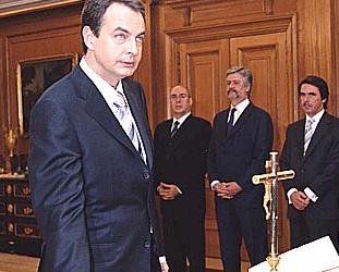 20100614000157-zapatero-crucifijo.jpg