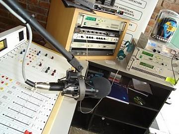 20110303004504-estudio-de-radio-370.jpg