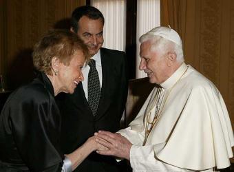 20110816175236-benedicto-xvi-saluda-fernandez-vega-presencia-rodriguez-zapatero.jpg