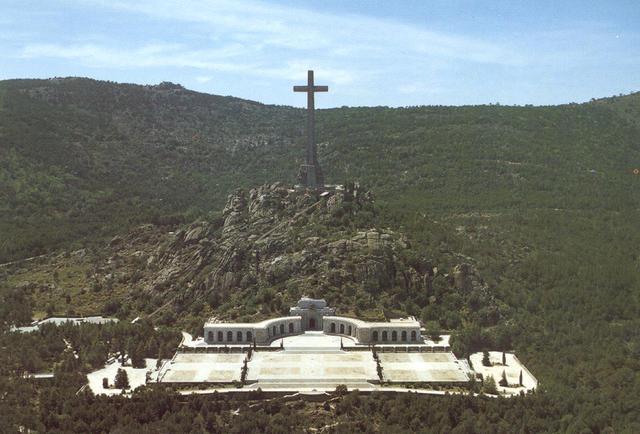 20111130074854-valle-de-los-caidos-vista.jpg