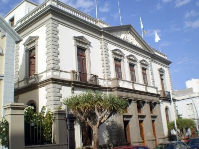 20120121171932-ayuntamiento-de-santa-cruz-palacio-municipal-418342.jpg